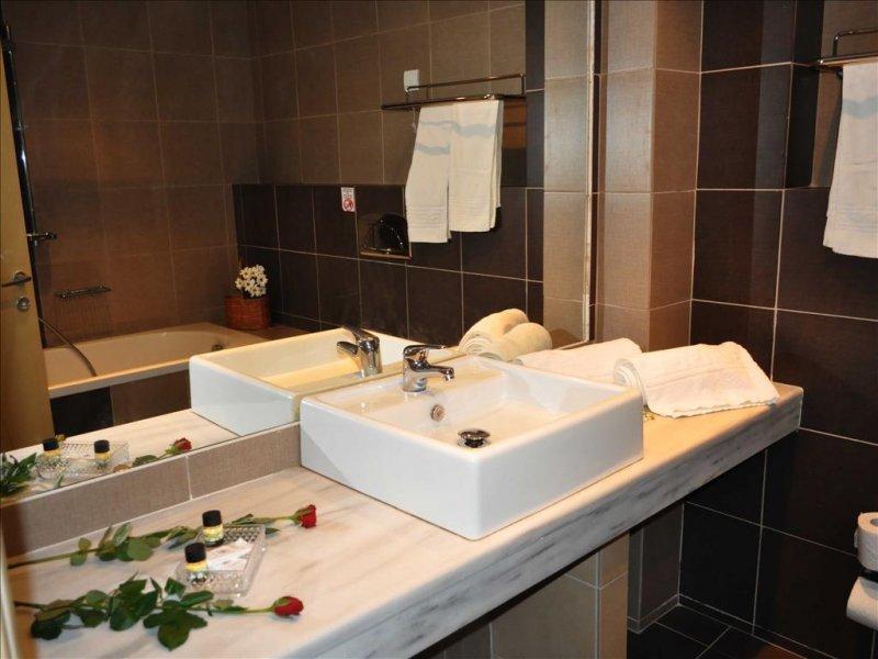 Blue Dream Palace Tripiti Tesort kupatilo