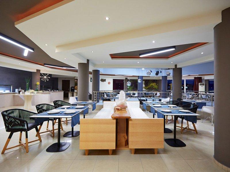 Blue Dream Palace Tripiti Tesort restorani