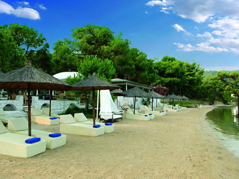 Ekies All Senses Resort plaza