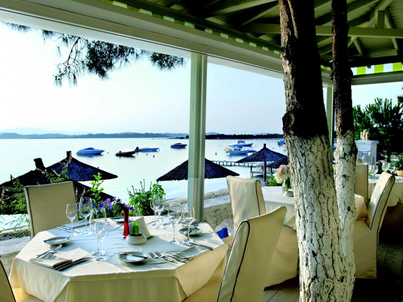 Ekies All Senses Resort restoran na plazi