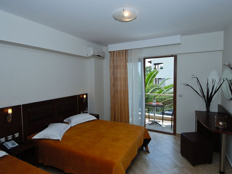 Hotel Simeon soba sa terasom