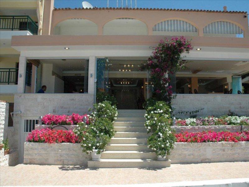 Loutra Beach hotel ulaz