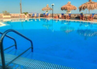 Santorini hotel sa bazenom